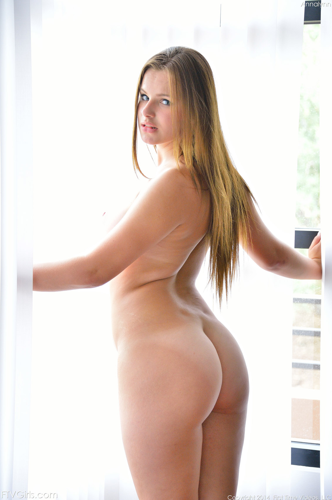 Teen naked bubble ass