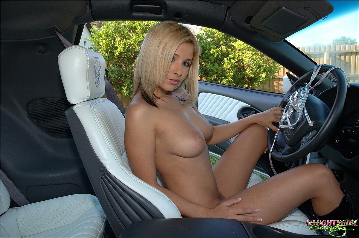 Girls fucked inside cars — photo 8