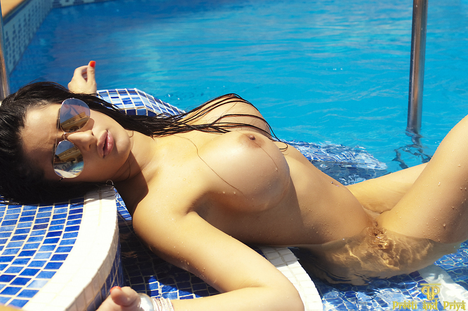 naked-in-pool-indian