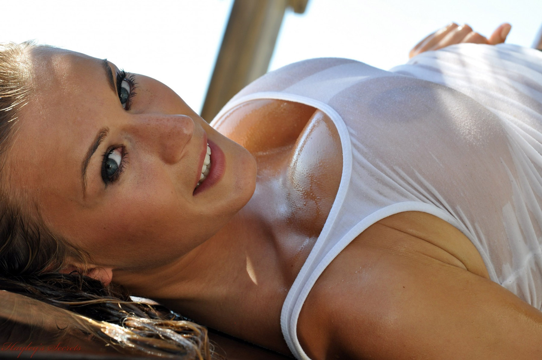 огромная грудь в прозрачных майках видео - 6